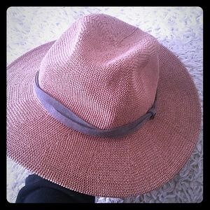 NWOT RED-BROWN STRAW WOVEN FEDORA